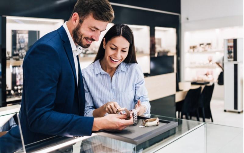 Qué tener en cuenta al comprar un anillo de compromiso