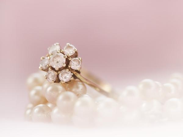 Entérate de los mejores consejos para limpiar las joyas de oro y garantizar la máxima vida útil y cuidado de las mismas.